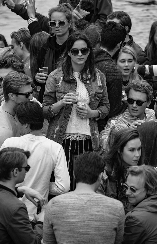 THE KING'S DAY, AMSTERDAM (15): The Girl in the Middle