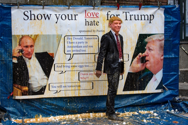 The American President Pelted With Eggs in Amsterdam