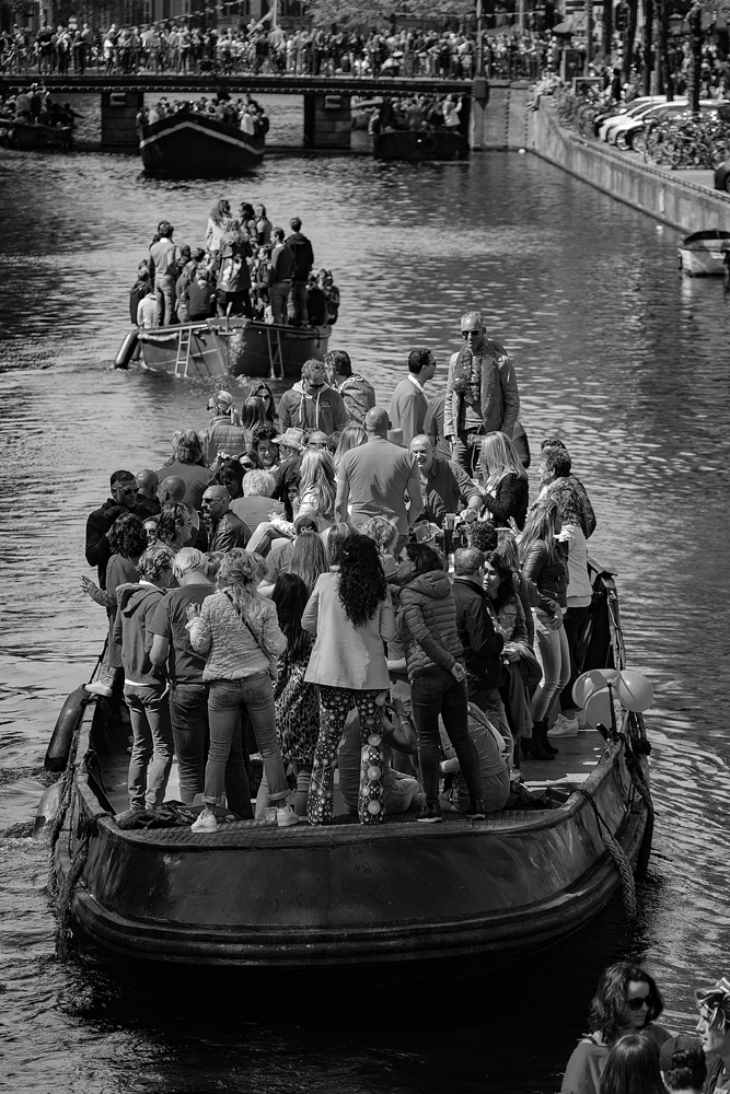 THE KING'S DAY, AMSTERDAM (29): The Party Boat