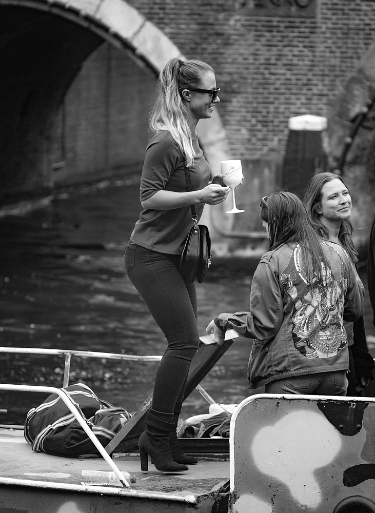 THE KING'S DAY, AMSTERDAM (31): The Dancing Girl