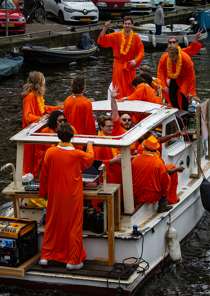 THE KING'S DAY, AMSTERDAM (28): The Orange Robes