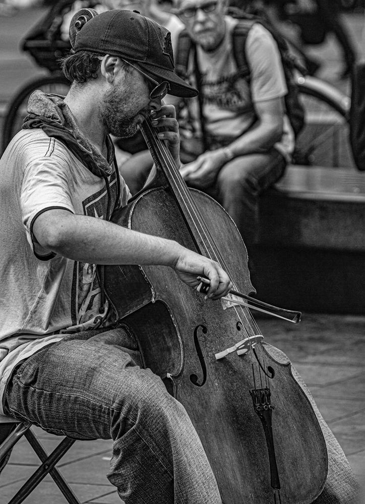 The Street Entertainer - Richard Broom Photography