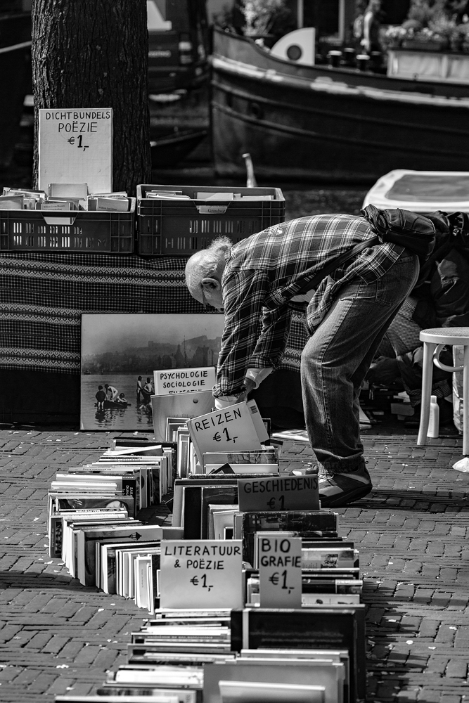 The Book Finder - Richard Broom Photography