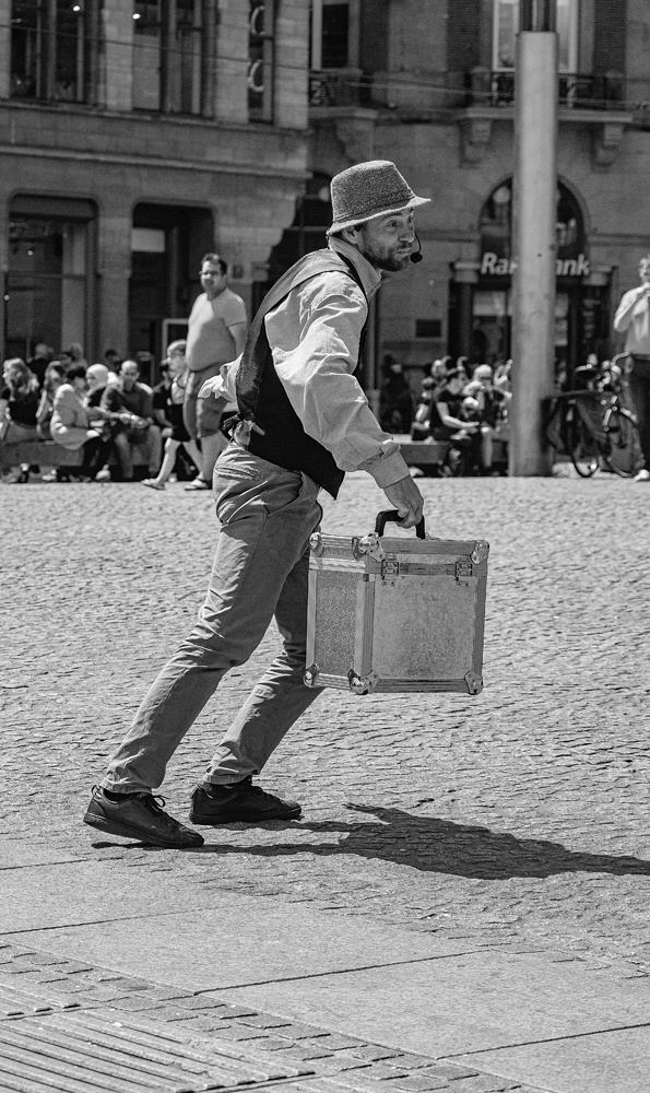 The Street Entertainer (1) - Richard Broom Photography