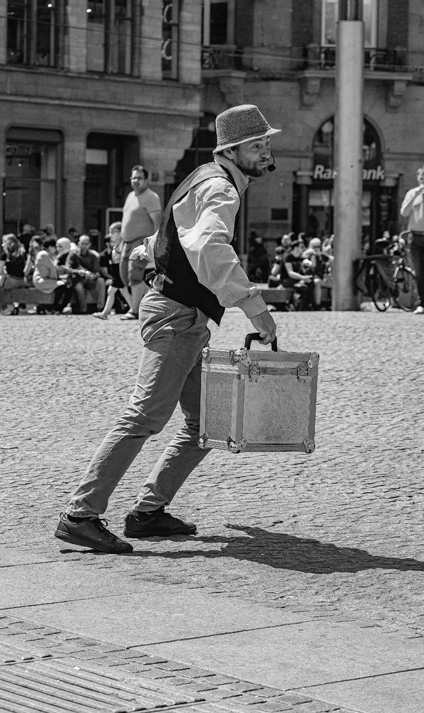 The Street Entertainer (1) - Richard Broom Photography
