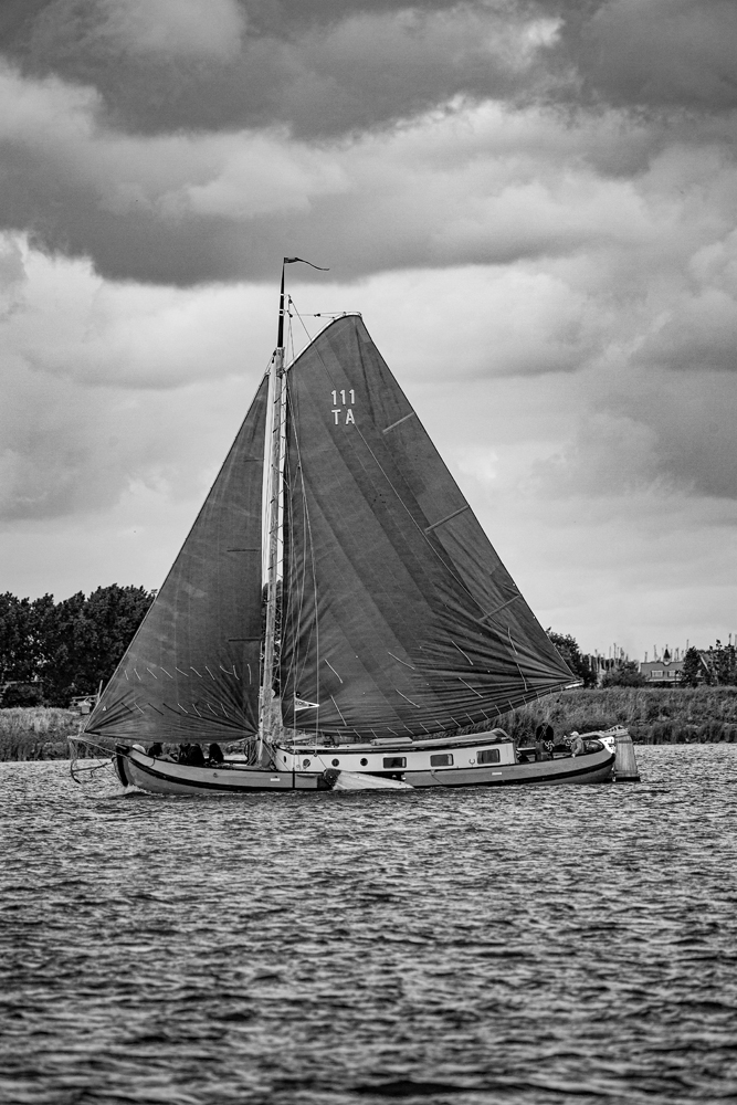 The Brown Boat - Richard Broom Photography