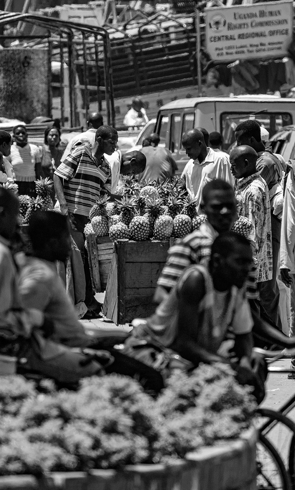 The Pineapple Seller - Richard Broom Photography