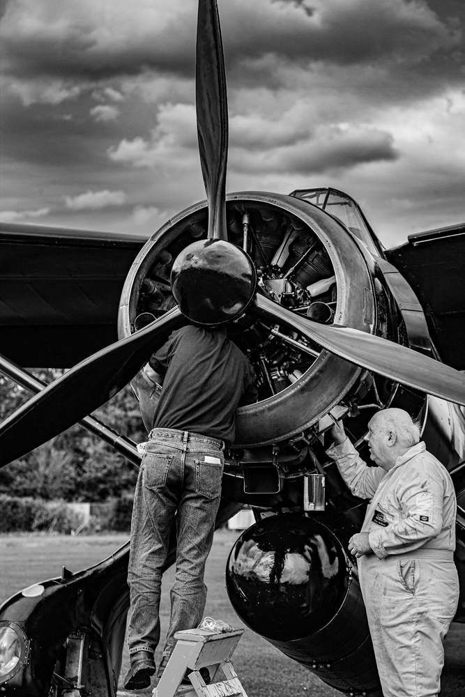 The Ground Crew (2) - Richard Broom Photography
